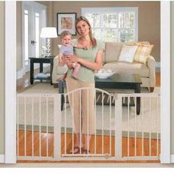Summer Infant 07644 Sure & Secure® 6 Foot Metal Expansion Gate