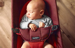 858bb781649 Soft design for an extra cozy feeling - BABYBJÖRN Bouncer Balance Soft is  our classic bouncer in an extra soft design. The safety harness
